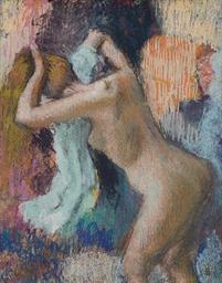 Après le bain, femme s'essuyan