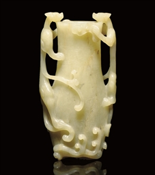 A CELADON JADE VASE GROUP, 17T