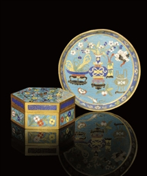 A CLOISONNE ENAMELLED BOX AND