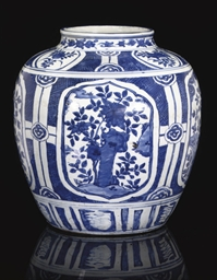 A BLUE AND WHITE JAR, WANLI (1