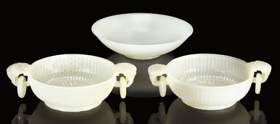 A WHITE JADE BOWL, 19TH CENTUR