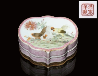 A FAMILLE ROSE RUYI SHAPED BOX