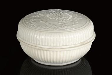 A BLANC DE CHINE CIRCULAR BOX
