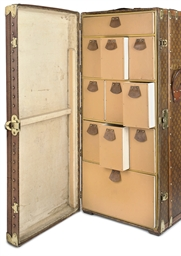 A STEAMER TRUNK WITH SHOE STOR