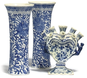 A DUTCH DELFT BLUE AND WHITE TULIP VASE AND A PAIR OF BEAKER VASES
