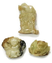A GROUP OF THREE CHINESE JADE