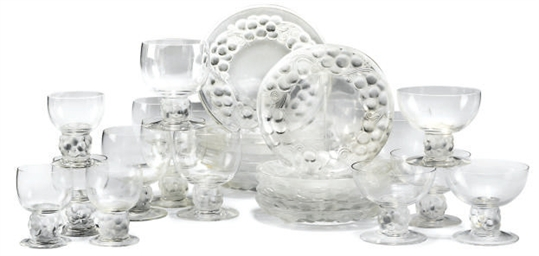 A LALIQUE 'THOMERY' GLASS PART