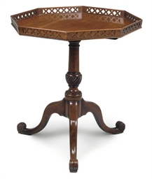 A MAHOGANY TRIPOD TABLE