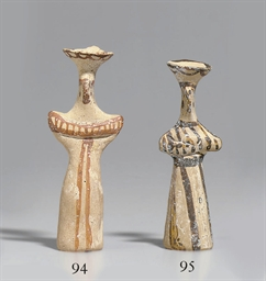 A MYCENAEAN TERRACOTTA TAU FIG