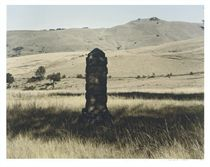 This monument commemorates the encampment here of Griqua leader, Adam Kok III, and his people who, having abandoned their settlements and capital at Philippolis, in what is now the Free State, trekked for two years across the Maluti and Drakensberg Mounta