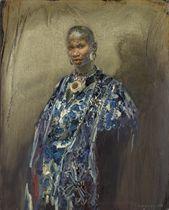 Portrait à la robe imprimée bleue