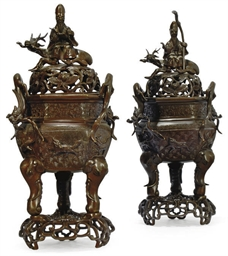 A PAIR OF CHINESE BRONZE HEXAG