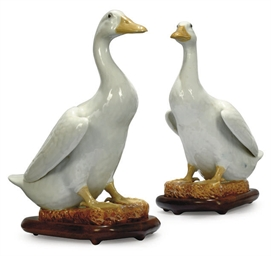 A PAIR OF CHINESE CERAMIC DUCK