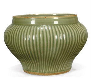 A CHINESE CELADON 'HUNDRED RIB