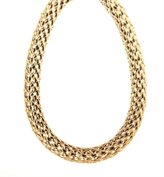 AN 18K GOLD NECKLACE, BY VAN C