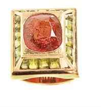 A GARNET, PERIDOT AND 18K GOLD RING, BY WEDDERIEN