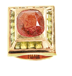 A GARNET, PERIDOT AND 18K GOLD