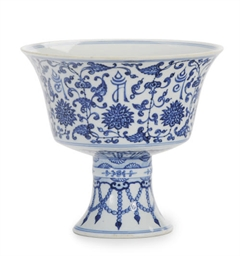 A CHINESE PORCELAIN BLUE AND W