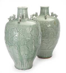 A PAIR OF CHINESE CARVED CELAD