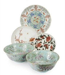 A GROUP OF FIVE ENAMELED CHINE