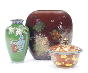 A JAPANESE CLOISONNE VASE AND