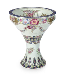 A CHINESE EXPORT PORCELAIN FON