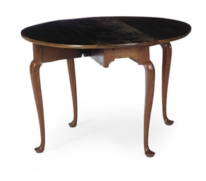 A MAHOGANY DROP-LEAF SIDE TABL