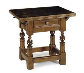AN ITALIAN WALNUT SIDE TABLE,