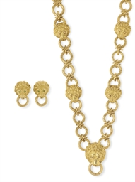 A SUITE OF GOLD JEWELRY, BY VA