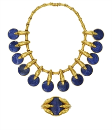 AN 18 CARAT GOLD AND SODALITE