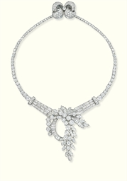 A DIAMOND NECKLACE/BROOCH