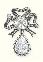 AN ANTIQUE DIAMOND BROOCH