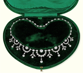 A VICTORIAN DIAMOND NECKLACE/T