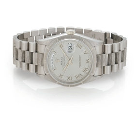 ROLEX. AN 18K WHITE GOLD WRIST