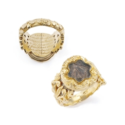 A George III gold locket ring
