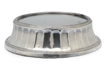 A CIRCULAR SILVER-PLATED PLATE