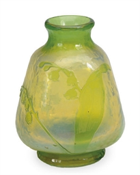 A FRENCH CAMEO GLASS BUD VASE,