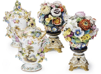 A PAIR OF ENGLISH PORCELAIN FL