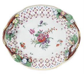 AN ENGLISH PORCELAIN BASKET ST