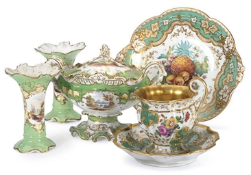 A GROUP OF ENGLISH PORCELAIN G