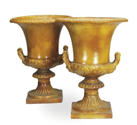 A PAIR OF CONTINENTAL POTTERY