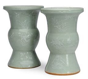 A PAIR OF CHINESE PORCELAIN SL