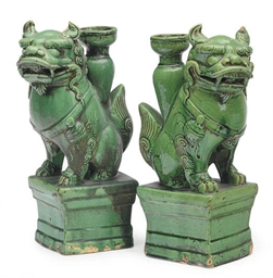 A PAIR OF CHINESE POTTERY GREE