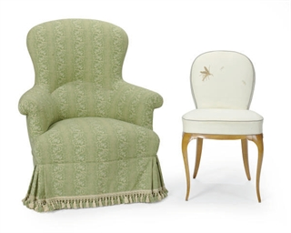 A GREEN CHINTZ UPHOLSTERED SLI