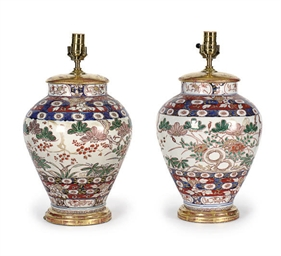 A PAIR OF JAPANESE IMARI PORCE
