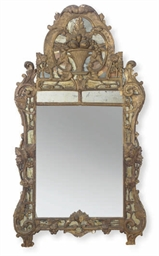 A FRENCH GILTWOOD WALL MIRROR,
