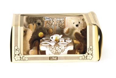 A STEIFF BOXED TEA PARTY SET,