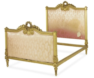 A FRENCH GILTWOOD AND SILK DAM