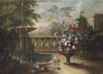 Une urne de fleurs près d'une