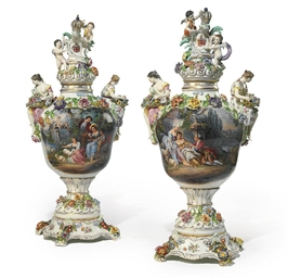 A PAIR OF GERMAN PORCELAIN FLO